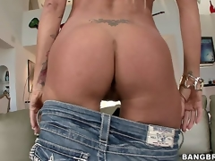Nikita Jaymes is a Russian MILF babe and she likes to show off for people! See her disrobe naked and show her outstanding body!