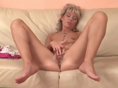 Cute mature golden-haired plays with her tight cookie